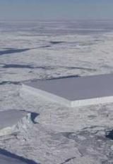 Як по лінійці: В Антарктиді знайдено прямокутний айсберг