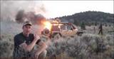 Набирає перегляди напружене відео порятунку з палаючого джипа